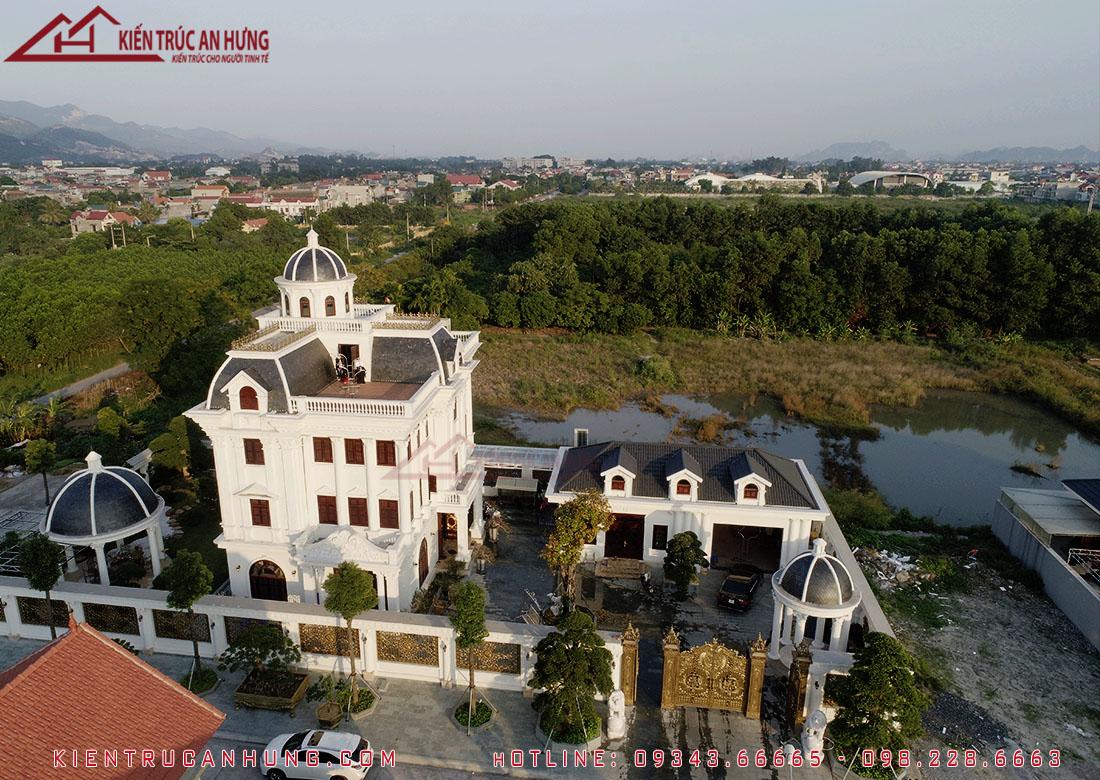 Dinh thự cổ điển châu Âu ở Quảng Ninh của anh Giang được xây dựng theo dịch vụ tổng thầu thiết kế thi công